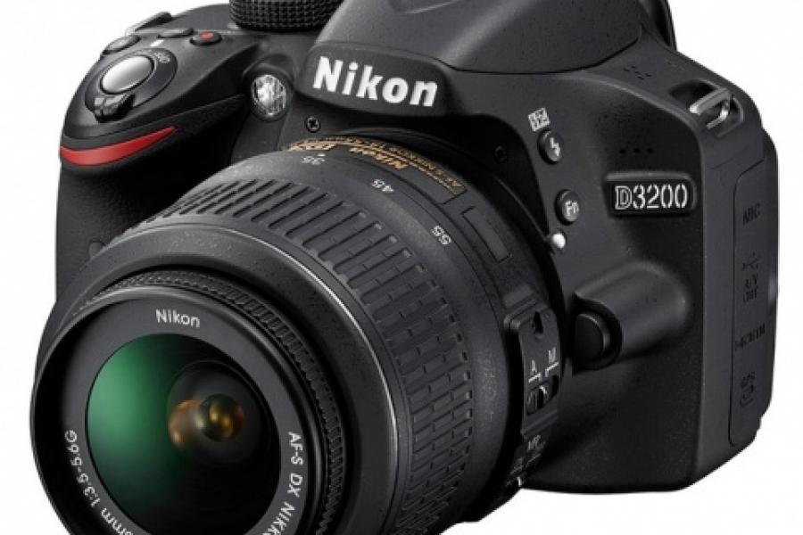 Vand aparat foto Nikon D3200 kit 18-55II