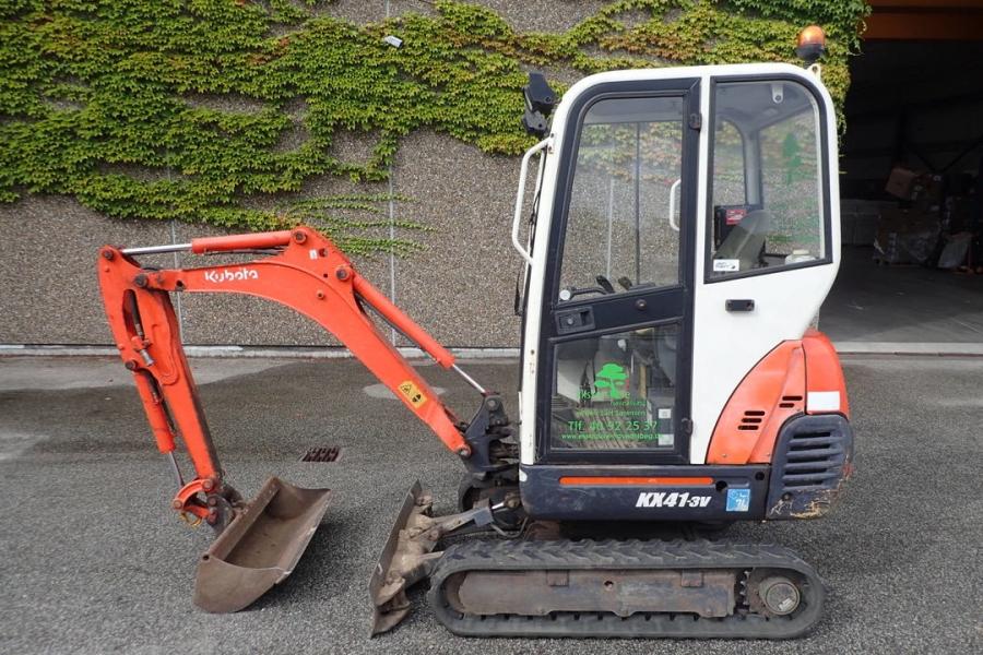 Mini-excavator KUBOTA KX41-3V cu 4 cupe